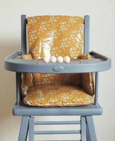 Coussin de chaise haute en Liberty enduit Demeure des Anges Toddler Boy Outfits, Kitchen Appliances, Chair, Furniture, Home Decor, Clothes, Cement Render, Angels, Universe