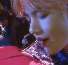 Daegu, Seokjin, Namjoon, Bts Gifs, Kim Taehyung, Estilo Retro, 90s Aesthetic, Pop Bands, About Bts