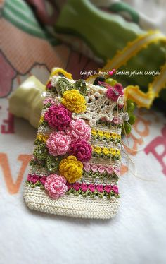 How to Crochet Mobile Cell Phone Pouch for iPhone Samsung - Crochet Ideas Crochet Sachet, Crochet Pouch, Crochet Gifts, Diy Crochet, Crochet Handbags, Crochet Purses, Crochet Phone Cover, Crochet Mobile, Accessoires Iphone