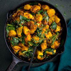 Saag Aloo Aloo Recipes, Curry Recipes, Vegetarian Recipes, Healthy Recipes, Potato Recipes, Indian Food Recipes, Asian Recipes, New Recipes, Cooking Recipes