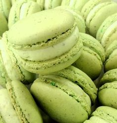 If I were a macaron. I would be a pistachio macaron. definitely going to try… Pistachio Macaron Recipe, Macaroon Recipes, Just Desserts, Delicious Desserts, Yummy Food, Cookie Recipes, Dessert Recipes, Buttercream Filling, Desert Recipes