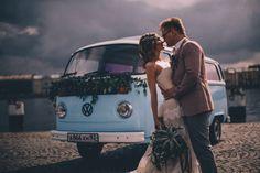 Проверенный временем старинный Volkswagen bus проводит Вас в долгую и счастливую семейную жизнь.Time-tested vintage Volkswagen bus will escort You to a long and happy family life.