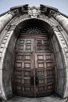 Fish-Eye picture of a Door, everything looks Amazing with a Fish-Eye lens!