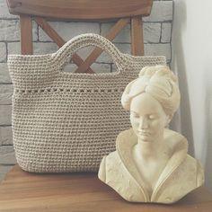 +1) классная вышла! Завтра она поедет вместе со мной в Анапу к своей будущей хозяйке:) я решила, что отвезти сумку и передать ее лично в руки - это мой единственный шанс попасть на море:) вот-такая вот экспресс-доставка) #вязание #knitting #crochet #bag