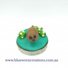 There's no denying that Australian native animals are adorable. Jo from Blue Wren Creations in Tasmania loves sculpting adorable whimsical miniature Australian native animals and botanical earrings. Follow along on Facebook or Instagram for cute updates, or pop over to the website to see what's currently available. Polymer Clay Sculptures, Polymer Clay Art, Tasmanian Devil, Wombat, Australian Art, Wren, Sculpting, Whimsical, Miniatures