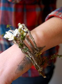 Just a fab idea - twig bracelet with flowers attached! Prom Flowers, Wedding Flowers, Herb Wedding, Wrist Flowers, Clay Flowers, Wrist Corsage, Flower Bracelet, Wedding Bouquets, Wedding Corsages