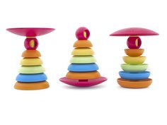 Three different ways of assembling our bioplastic stacker. Try them or others with your little one. #safe #no-plastic early discoveries!