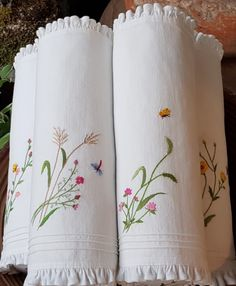 Getting to Know Brazilian Embroidery - Embroidery Patterns Handkerchief Embroidery, Hand Embroidery Art, Flower Embroidery Designs, Creative Embroidery, Types Of Embroidery, Embroidery Supplies, Learn Embroidery, Embroidery Patterns, Brazilian Embroidery Stitches