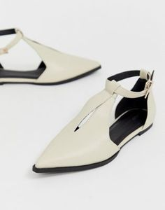 Shop ASOS DESIGN Lockwood pointed ballet flats in bone. With a variety of delivery, payment and return options available, shopping with ASOS is easy and secure. Shop with ASOS today. Pointed Loafers, Pointed Ballet Flats, Flat Boots, Shoe Boots, Peep Toe, Mode Chic, New Shoes, Women's Shoes, Asos Shoes