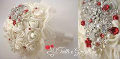 Bouquet gioiello con rose avorio e rosse