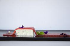 TAPPETO DI FRAGOLE: Semifreddo alla panna e basilico con gelatina alla fragola - Cream and basil parfait with strawberry jellies #antinoos #lounge #restaurant #hotelcenturionpalace #venice