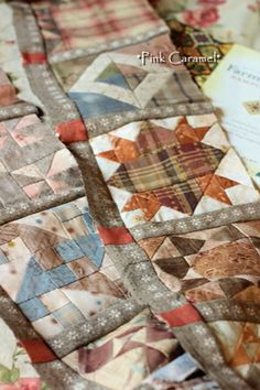 Patchwork *Pink Caramel*: The Farmer's Wife Sampler Quilt by Sakae Yoshihara