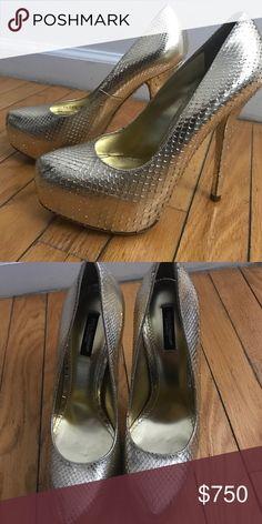 NEVER WORN Dolce & Gabbana Gold Platform Pumps Gold textured platform heels Dolce & Gabbana Shoes Heels