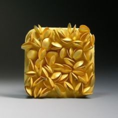 Jacqueline Ryan: Brooch with lentil forms, 2007