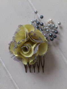 Pretty yellow and grey flower hair comb