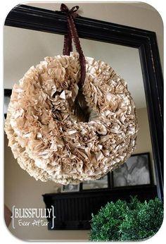 Coffee Filter Wreath (tutorial) Love the light brown coffee filters! Coffee Filter Wreath, Coffee Filter Crafts, Coffee Filter Flowers, Asian Home Decor, European Home Decor, Diy Home Decor, Cheap Coffee, Diy Wreath, Wreath Crafts