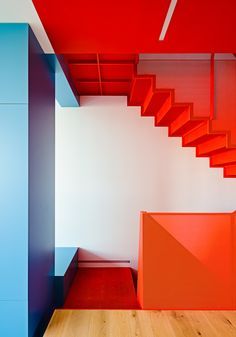 Image 5 of 31 from gallery of Cut Out House / Fougeron Architecture. Photograph by Joe Fletcher Photography 80s Interior Design, Home Interior, Interior And Exterior, Small House Decorating, Decorating Tips, Interior Decorating, Decorating Decks, Stairs Architecture, Interior Architecture