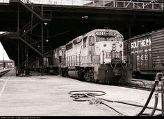 RailPictures.Net Photo: L&N 3005 Louisville & Nashville EMD GP40 at Nashville, Tennessee by David Harris