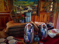 Western set up #coloradospringsevents #gardenofthegodsgourmetcatering #westernbuffet #thebroadmoorstables #catering #beveragetable