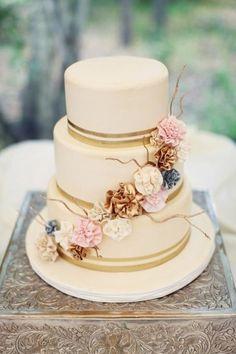 shabby chic wedding cakes | Torta a piani per un matrimonio shabby chic