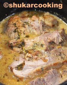 1 rôti de porc 2 verres de cidre 1 gousse d'ail 2 oignons 1 branche de thym 6 feuilles de sauge 2 càs de crème fraîche sel huile d'olive Couper les oignons en rondelles. Mettre un peu d'huile d'olive dans une cocotte, et y faire blondir les oignons 5... Nutella, Brunch, Food And Drink, Pork, Meat, Chicken, Cooking, Desserts, Filets