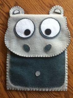 Cute Hippo Felt Case for iPad (Custom Size & Color Available) (Kaufartikel) Felt Phone Cases, Felt Case, Felt Pouch, Pochette Portable, Handy Smartphone, Puppy Backpack, Cute Hippo, Operation Christmas Child, Diy Blog