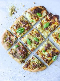 pistachio pesto pizza with fresh mozzarella and honey I howsweeteats.com