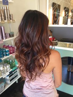 chocolate caramel balayage to merlot Mahagony Hair Color, Hair Color Dark, Hair Color Balayage, Hair Highlights, Auburn Balayage, Long Layered Hair, Hairstyles Haircuts, Layered Hairstyles, Brunette Hair