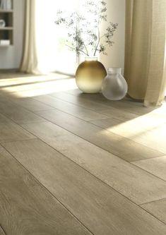 85 가지 인상적인 아이디어의 모조 마루 바닥 타일 Hardwood Floors, Flooring, Vase, Crafts, Home Decor, Wood Floor Tiles, Wood Flooring, Manualidades, Decoration Home
