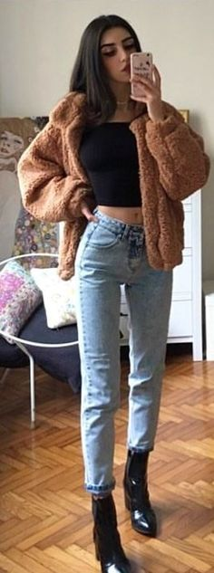 #spring #outfits woman in black crop-top shirt and blue denim jeans with brown jacket. Pic by @mari_malibu