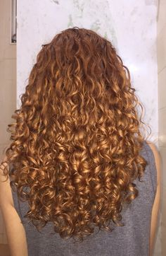 Curly hair has always had a distinct air. Curly Hair Cuts, Long Curly Hair, Wavy Hair, Dyed Hair, Curly Hair Styles, Natural Hair Styles, Long Shag Haircut, Square Face Hairstyles, Permed Hairstyles