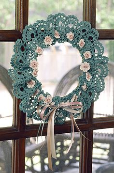 Scalloped Wreath Crochet Pattern ePattern This could be done in various colors to go with different seasons, bells added for Christmas, little crocheted eggs for Easter, etc. The possibilities are endless.