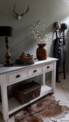 Hal landelijke stijl Hall country style The post Hall country style appeared first on Home. Country Style Homes, Sideboard, Entryway Tables, House, Inspiration, Furniture, Home Decor, Full Body, Decor Ideas