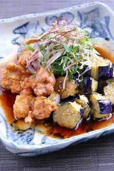 鶏の唐揚げと揚げ茄子を中華南蛮ダレに合わせたボリュームたっぷりの一品です。 千切りの薬味をふんわり天盛りにして風味良く頂きましょう。 Asian Recipes, Ethnic Recipes, Japanese Recipes, Eggplant Recipes, Food Goals, Cafe Food, Daily Meals, Healthy Salad Recipes, Snacks