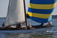 sailing the bay with the spinnaker Global Weather, Classic Sailing, Sail Away, The Old Days, Sailing Ships, Google Play, Planes, Trains, Boats