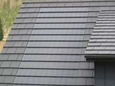 Can you even tell there's solar panels on the roof! German Houses, Solar Roof, Roof Architecture, Solar House, Forest House, Earthship, Solar Panels, Exterior Design, Building A House