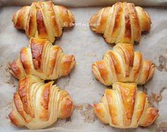 Croissante - Desert De Casa - Maria Popa Croissant, Breads, Cakes, Romanian Recipes, Bread Rolls, Cake Makers, Kuchen, Crescent Roll, Bread