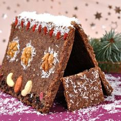 Christmas Lifefood Raw House  Out of almonds, flax seeds, dates and apricots seasoned with star anise, vanilla powder and cinnamon.