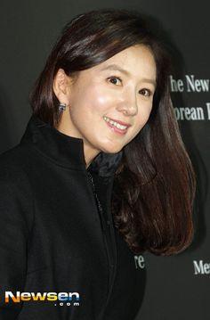 Kim Hee-ae (김희애) - Picture @ HanCinema :: The Korean Movie and Drama Database Korean Actresses, Korean Actors, Asian Ladies, Asian Woman, My Idol, Fangirl, Drama, Movie, Queen