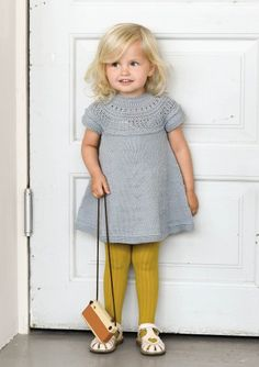 Ravelry: Minstentunika by Sandnes Design Knitting For Kids, Baby Knitting Patterns, Vestidos Bebe Crochet, Ravelry, Knit Baby Dress, Baby Pullover, Diy Couture, How To Purl Knit, Baby Sweaters