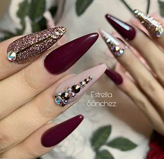 Nail art Christmas - the festive spirit on the nails. Over 70 creative ideas and tutorials - My Nails Glam Nails, Fancy Nails, Stiletto Nails, Beauty Nails, Pretty Nails, My Nails, Wine Nails, Nagel Bling, Purple Nail Designs