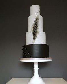 Dramatic modern marble and geode wedding cake by Just Because CaKes Floral Wedding Cakes, White Wedding Cakes, Beautiful Wedding Cakes, Wedding Cake Designs, Perfect Wedding, Geode Cake, Wafer Paper, Celebration Cakes, Yummy Cakes