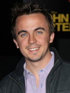 Frankie Muniz  Muniz is known best for his role on FOX's Malcolm in the Middle. His father is Puerto Rican and his mother is of Irish and Italian descent.