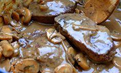 """Μια συνταγή για ένα πολύ νόστιμο κλασικό πιάτο που γίνεται ακόμα νοστιμότερο εφ"""" όσον το κρέας θα μαριναριστεί πριν μαγειρευτεί. Μοσχαράκι με μανιτάρια. Μια συνταγή του Ν. Τσελεμεντέ. Με ότι και αν το συνοδεύσετε είναι"""