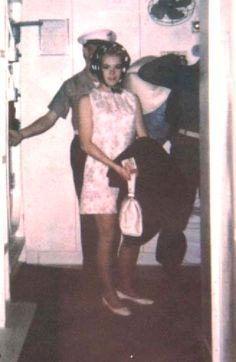 Resultado de imagen para joey heatherton in hair curlers in vietnam Joey Heatherton, Sleep In Hair Rollers, Bobe, Hair Nets, Roller Set, Curlers, Vintage Glamour, Other Woman, Beauty Shop