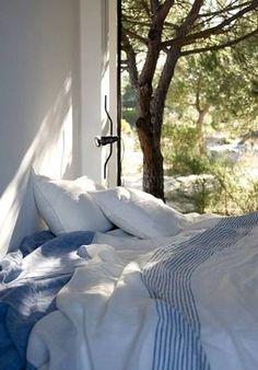 木漏れ日のベッド