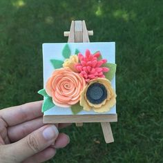 I'm working on another restock of my mini canvases. What colors would you guys like to see? Felt Flower Template, Felt Flower Tutorial, Leaf Template, Rolled Fabric Flowers, Felt Flowers, Paper Flowers Craft, Flower Crafts, Felt Diy, Felt Crafts