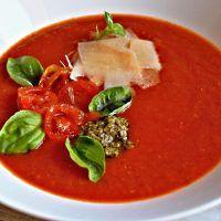 Recept : Rajčatová polévka s bazalkovým pestem a parmazánem | ReceptyOnLine.cz - kuchařka, recepty a inspirace Thai Red Curry, Pesto, Ethnic Recipes, Food, Essen, Meals, Yemek, Eten