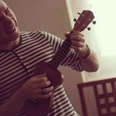 Rockin a Baton Rouge ukulele that they sent me alongside my new guitar.