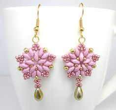Pink starburst superduo star earrings superduo by BuzzybeeBeading Pink Starburst, Starburst Earrings, Pink Earrings, Star Earrings, Super Duo Beads, Twin Beads, Beaded Earrings Patterns, Earring Trends, Earring Tutorial